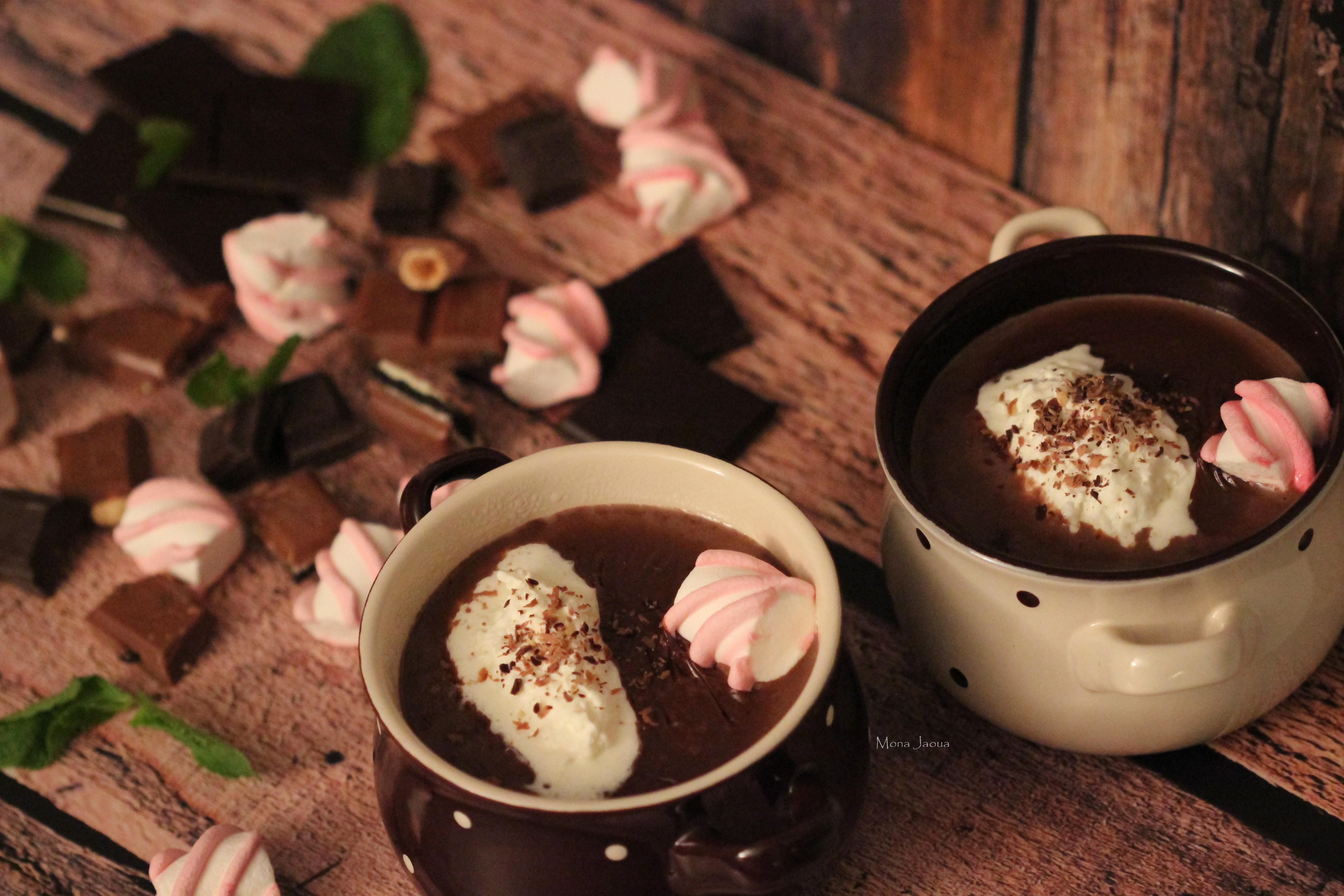 Krémová horká čokoláda se šlehačkovým nokem